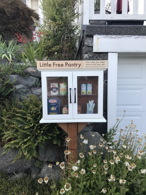 East Wallingford Little Free Pantry Photo 1